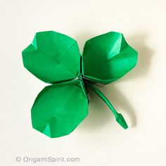 How to Make an Origami Shamrock –It's a dish too! #origamishamrock #stpatrick