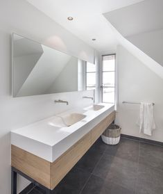 High-end Badkamer Home Look, Corner Bathtub, Modern Bathroom, United Kingdom, House Design, Toilet, Mirror, Luxury, Interior
