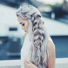 I love how her hair is a purplish grey by Paula | We Heart It