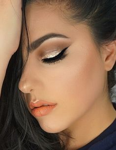 Winged liner, gold glitter eyes, coral lipstick makeup look. ✨🍊