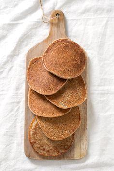 3-Ingredient Vegan GF Pancakes: banana, oats & plant milk