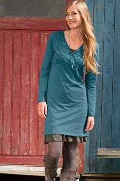 Kleid in Wickeloptik! Elastischer Jersey in aktueller, femininer Silhouette. Vielseitiges Kleid mit V-Ausschnitt, Wickeloptik und Quernaht.