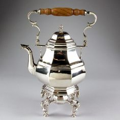 Paul de Lamerie (British, King George I Tea Kettle 1728 King George I, Silver Teapot, How To Make Tea, Chocolate Pots, Coffee Set, My Tea, Cast Iron, Antique Silver, Tea Pots