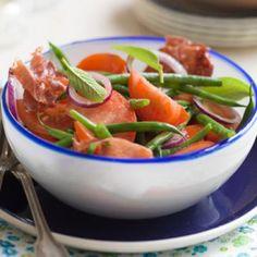 Tomatensalade met boontjes en serranoham