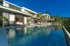 Stylish cliff villa hovering over the Indian Ocean