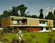 Mid century modern house - 10 Great Lessons from MidCentury Modern Architecture Modern Architecture House, Modern House Design, Modern Interior Design, Architecture Design, Spanish Architecture, Indian Architecture, Japanese Architecture, Architecture Portfolio, Residential Architecture