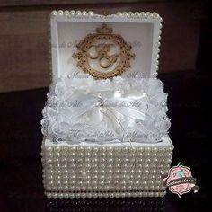 Baú porta alianças exclusivo para o casamento dos nossos queridos Isabela & Richard! 👰💒💍 ————————————————— Orçamentos: atendimento@maniadearte.NET whats 11 97017-6771 ————————————————— #casamento #wedding #noiva #noivo #noivos #cerimonia #aliancas #bencao #ouro #uniao #portaaliancas #bau #perolas #almofada #almofadaparaaliancas #baucomperolas #daminha #maniadearte #artesanato #decoracao