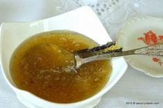 Ghimbir confiat in sirop de zahar sau miere, puternic vanilat. O cavalcada de arome exotice. Am facut acest sos de ghimbi Sweet Sauce, Trifle, Tiramisu, Mousse, Chili, Ice Cream, Cooking Recipes, Pudding, Sweets