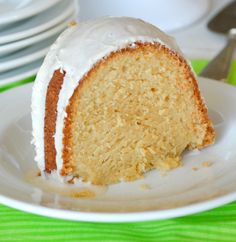 Baileys Irish Cream Cake made ALL from Scratch. Tender, Moist with just the perfect amount of Baileys! Delicious any time but incredible for Saint Patrick& Day! Irish Cream Cake, Baileys Irish Cream, Irish Cake, Cupcakes, Cupcake Cakes, Bundt Cakes, Drip Cakes, Cupcake Ideas, Food Cakes
