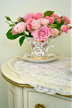 Pretty teacup brimming with roses!