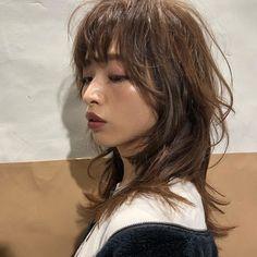 Pin on medium Long hair Medium Long Hair, Medium Hair Cuts, Medium Hair Styles, Long Hair Styles, Haircut Medium, Face Shape Hairstyles, Chic Hairstyles, Hairstyles With Bangs, Haircuts For Long Hair