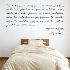 Vinilo decorativo con una cita de Gandhi. Masquevinilo.com