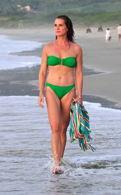 Brooke Shields Stuns in a Bikini at Age 49?See the Pic!