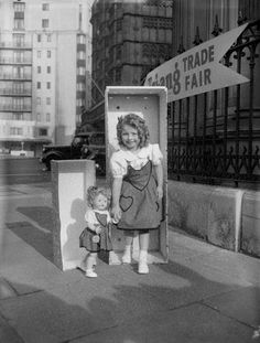 20th February 1957: Five year old Linda Leo introducing the latest walking doll, Pretty Peepers, at an international toy fair held in Park Lane House, Park Lane, London. (Photo by Monty Fresco/Topical Press Agency/Getty Images)