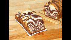 Soft, flaky, super delicious and super easy to prepare, this zebra (marble) loaf cake is one of my favorite desserts. Also this black and white loaf cake is . Striped Cake, Loaf Cake, Food Videos, Super Easy, Bread, Make It Yourself, My Favorite Things, Ethnic Recipes, Desserts