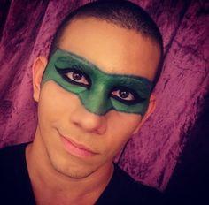O @filipechile encarnou o Lanterna Verde em sua maquiagem de carnaval na NYX do Shopping Boulevard Belém