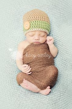 Adorable crochet beanie, that is custom made especially for you! You pick the colors and the size. This beanie can be made with or without the button. Available hat sizes: Newborn- birth-2 weeks 0-3 months fits 14-15 inches 3-6 months fits 15-16 inches 6-12 months fits