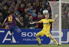 7/3/2012 En una actuación inolvidable, Lionel Messi convierte cinco goles en la victoria del Barcelona por 7 a 1 ante el Bayer Leverkusen por la Champions League.