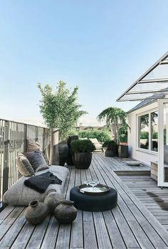 Loungeområde på den dejlige tagterrasse Rooftop Party, Rooftop Terrace, Terrace Garden, Garden Floor, Rooftop Gardens, Sky Garden, Garden Cottage, Pergola Plans, Diy Pergola