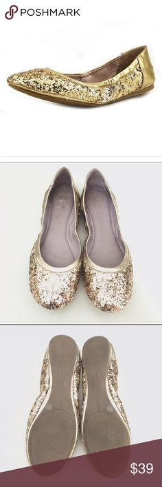 Vince Camuto Ellen Ballet Flats Beautiful gold sequined Vince Camuto 'Ellen' roundtoe ballet flats. Size 7, some minimal signs of wear as pictured, mostly around bottom edges due to the type of shoe. Still lots of wear left, very clean. Vince Camuto Shoes Flats & Loafers