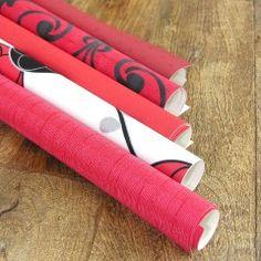 Basteln mit Tapetenresten - dazu müssen Sie nicht tapezieren können. Rest, Clothes Hanger, Silk, Color, Old Picture Frames, Deer Horns, Hanging Wallpaper, Wall Papers, Draw