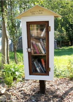 Neighborhood library box. Leave a book, take a book! What a great idea:) Daughter Jenn is having her father-in-law make one for in front of their house.