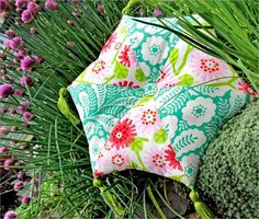 Curved Hexagonal Pillow with Elegant Tassels: Hawthorne Threads Embroidery Thread, Embroidery Patterns, Sewing Patterns, Sewing Crafts, Sewing Projects, Diy Projects, Sewing Ideas, Project Ideas, Diy Pillows