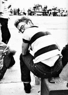 Frank Worth, James Dean Looking over shoulder at car rally, 1955 James Dean, Dean Martin, Divas, Classic Hollywood, Old Hollywood, Hollywood Icons, Hollywood Glamour, Hollywood Stars, Looking Over Shoulder