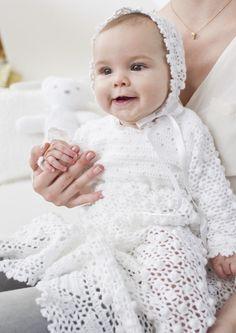 Gratisanleitung Taufkleid aus Baby Smiles Suavel  - Ein Taufkleid ist für jedes Baby und die Familie ein ganz besonderes Kleidungsstück. Dieses gehäkelte Taufkleid mit passendem Käppchen aus Baby Smiles Suavel erfordert schon etwas Übung, dafür wird man aber mit einem liebevoll selbstgemachten Outfit für diesen festlichen Anlass belohnt.
