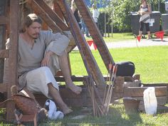 Trebuchetin varjossa - In the shade on trebuchet, Hämeen keskiaikamarkkinat 2014 - Häme Medieval Faire 2014, © Piela Auvinen