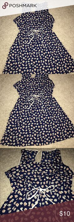 Papaya summer dress Used maybe three times, perfect spring or summer dress! Navy dress with white flowers. Wavy and flowy. Good condition Papaya Dresses Mini