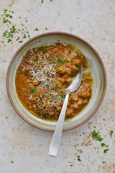 Voici MA version des haricots à la tomate que l'on trouve généralement en conserve et que je n'ai jamais eu envie de goûter. Voici, Comme, Curry, Menu, Simple, Ethnic Recipes, Food, Cooking Recipes, White Beans
