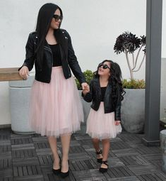 Mother daughter outfit - It's a Girl Mom Daughter Matching Outfits, Mommy Daughter Dresses, Mom And Baby Outfits, Kids Outfits, Mother Daughter Pictures, Mother Daughter Fashion, Mother And Daughter Clothes, Mother Daughters, Outfits Madre E Hija