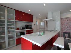 Onocom Design Center 一目惚れをしたというキッチン。お子さんと一緒に料理が楽しめる余裕の広さです。Onocom Design Center