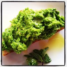 napa farmhouse 1885™: mashed english pea spread on garlic rubbed bruschetta with roasted salmon #sensationalsides