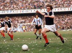 Kenny Dalglish, Paisley Scotland, Class Games, Celtic Fc, Retro Football, Working Class, Premier League, World Cup, Running
