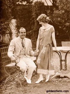 Mary Pickford and husband, Douglas Fairbanks, 1924 Old Hollywood Glam, Golden Age Of Hollywood, Classic Hollywood, Hollywood Couples, Hollywood Actresses, Silent Film Stars, Movie Stars, Santa Monica, Beverly Hills