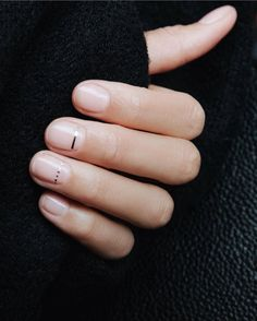 Minimal chic geometric manicure by DryBar London - Nageldesign - - Nageldesign - nagelpflege Natural Nail Designs, Short Nail Designs, Nail Art Designs, Minimalist Nails, Minimalist Art, Minimal Chic, Cute Nails, Pretty Nails, Hair And Nails