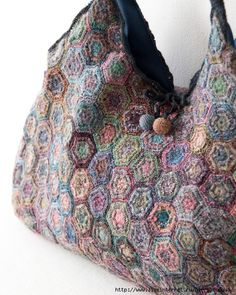 Crochet Purses Design Sophie Digard colour hexagon bag - Amazing and absolutely stunning work of Sophia Digard for today's Visual Diary! Her creations transform crochet to art, in accessories terms! Crochet Shell Stitch, Crochet Motifs, Knit Crochet, Crochet Patterns, Crochet Hats, Crochet Scarves, Crochet Handbags, Crochet Purses, Diy Sac