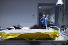 Colchoneta camilla cirugia veterinaria inflada con manija con soga