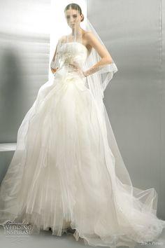 http://weddinginspirasi.com/2011/09/01/jesus-peiro-wedding-dresses-2012/ { jesus peiro 2012 wedding dresses } #wedding #weddings #bridal #weddingdress #weddinggown