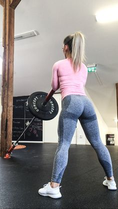 Today's booty – and hamstring workout including this exercises: Lumberjack squats, 15 x 4 Deadlift in Cable machine, 20 x 4 Kick backs in Cable machine, 15 x 3 Squats with kettlebe…