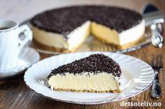 Dette er en lekker og kjempepopulær iskake som smaker som softis! Iskaken består av kjeksbunn, en utrolig nydelig vaniljeis og sjokoladestrøssel på toppen. Kaken kan lages i god tid før du skal servere den og oppbevares i fryseren. No Bake Treats, Something Sweet, Dessert Bars, Sorbet, Cake Cookies, Granola, Cake Recipes, Cheesecake, Food And Drink