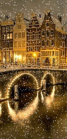 Amsterdam reveals its true festive beauty at the time of Christmas; because, Christmas brings the real season of festival and celebration there. The celebration of the Christmas has its own distinct appearance and tradition in Amsterdam. Winter Szenen, Winter Magic, Winter Time, Magic Snow, Foto Flash, Beautiful World, Beautiful Places, Snow Scenes, Winter Beauty