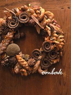 Bread wreath Bread Art, Pan Bread, No Yeast Bread, Bread Baking, Santa And His Reindeer, Braided Bread, British Baking, Artisan Bread, Middle Eastern Recipes