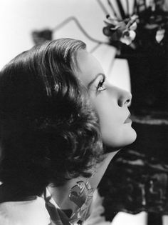 Portrait of Greta Garbo for The painted Veil directed by Richard Boleslawski, Photo by Clarence Sinclair Bull Hollywood Cinema, Classic Hollywood, The Painted Veil, Ingrid Bergman, Katharine Hepburn, Classic Actresses, Female Stars, Black And White Portraits, Stunningly Beautiful