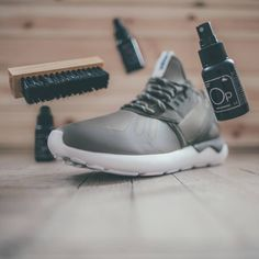 SNEAKER LAB - PÉČE O BOTY Že vaše boty už nejsou co bývaly  Že asi fakt  nejsou nesmrtelné  Jasně 3c479ff39f