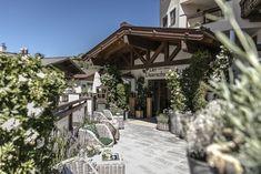 Willkommen im 4*S Hotel in Saalbach Hinterglemm Wohlfühl- & Wellnessurlaub für die ganze Familie Das Hotel, Luxury, Vacation