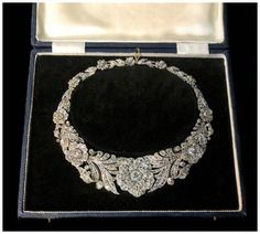 a730532894c5 An utterly incredible antique diamond flower necklace!!! Spotted at Spicer  Warin.  . Ювелирные АксессуарыДизайн ...