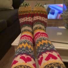 Sukkakori Socks, värikkäät villasukat, knitting, 7 veljestä, polvisukat, knee, colorfull